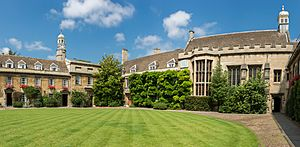 Christ's College First Court, Cambridge, UK - Diliff.jpg