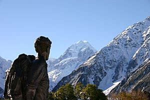 Hillary statue and Mount Cook