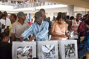 Haitians voting in the 2006 elections