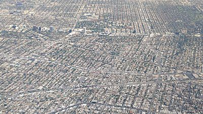 Los-Angeles-Miracle-Mile-Wilshire-Aerial-view-from-south-August-2014