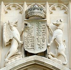Royal Arms of England at King's College, Cambridge (cropped)