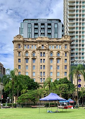 The Family Services Building, converted into Adina Apartment Hotel, Brisbane zoom.jpg