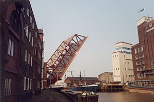 Drypool Bridge Raised 1990