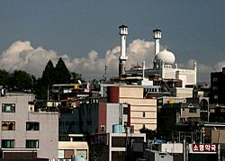 Itaewon featuring Seoul Central Mosque