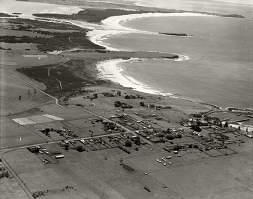 Shellharbour looking North - c.1936 (16000268352).png