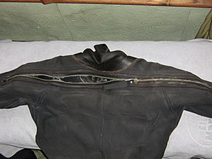 Dry suit shoulder-entry