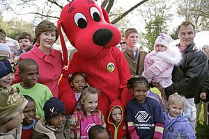 Clifford the Big Red Dog at the WhiteHouse Easter Egg Roll, 2007Apr09