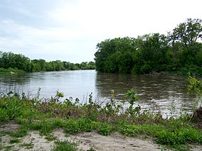 Raccoon River at Walnut Woods.JPG