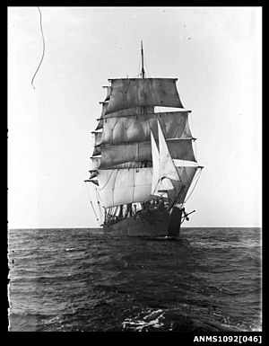 Barque RONA (POLLY WOODSIDE) underway with sails set (9205824964)