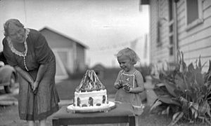 Child with Snow White cake 1910-1940