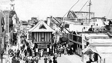 Crowds outside at the Venice Beach Amusement Park in Venice, between Seventeenth Street and Thirty-fourth Street along the ocean front, ca.1900-1920 (examiner-m3800)