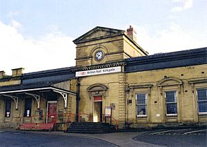 23 Wakefield Kirkgate Railway Station (flash) -wikipedia-