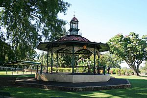 Queen's Park, bandstand from S (2009).jpg