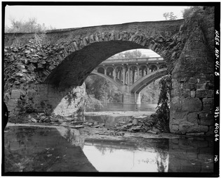 Detailed, telephoto view of collapsed arch. - National Road, Wilson Bridge, Spanning Conococheague Creek at Route 40 (Old), Hagerstown, Washington County, MD HAER MD,22-HAGTO.V,2-8