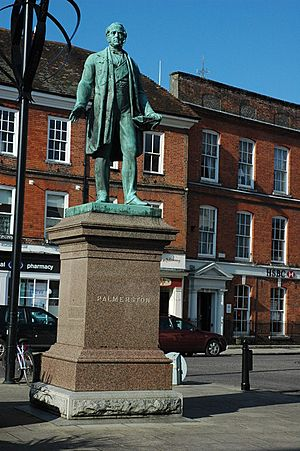 Statue of Lord Palmerston, Romsey - geograph.org.uk - 1720490