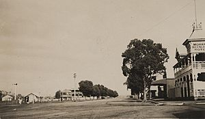 StateLibQld 2 253902 View of the main street in Beenleigh, 1908