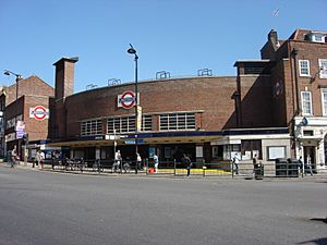 Wood Green tube station 021