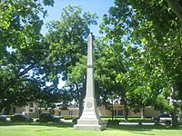 Confederate obelisk at Bastrop County, TX, Courthouse IMG 0521