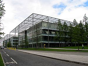 Chiswick Park - geograph.org.uk - 8932