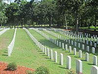 Another glimpse of Wilmington National Cemetery IMG 4396