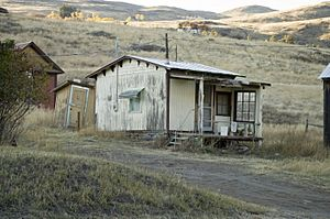 Photograph of a Cabin in Chesaw WA