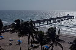 Deerfield Beach with pier in background