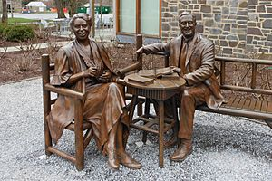 Franklin and Eleanor Roosevelt Statues
