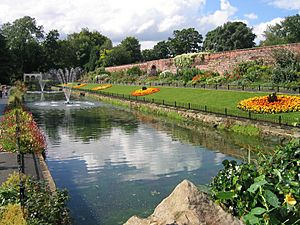 Canal Gardens Aug 2007