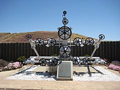 Monument to 1928 Elliott No 1 - Avenal