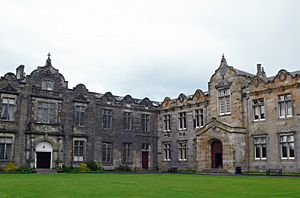 St Andrews - St Salvator's Quad - East and North Aisle