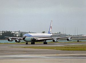 VC-137C Air Force One arriving at Bermuda 1990