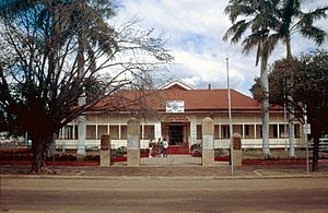 Barcaldine Shire Hall & Offices (1990).jpg