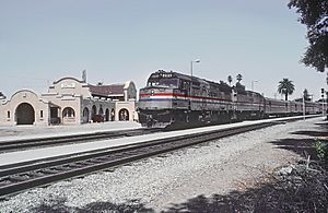 AMTK 285 with Train 11, The Coast Starlight, at Davis, CA in August 1985. (28506382745)