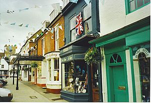 Shop Fronts, Broad Street, New Alresford. - geograph.org.uk - 182876