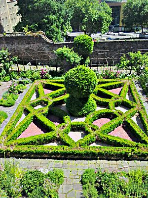 The Red Lodge Museum - Bristol - Elizabethan Knot Garden