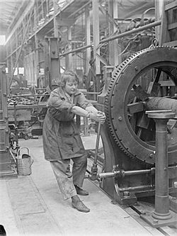 Woman operating rifling machine Royal Gun Factory 1918 IWM Q 27839