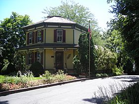 Octagon House (Barrington, IL) 02