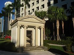 Brickell Mausoleum, Miami, Florida - IMG 7996