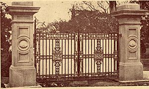 Memorial Gates, Queen's Park, Maryborough, ca.1922