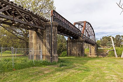 Murrumbidgee River Railway Bridge over the Murrumbidgee River in Gundagai (1).jpg