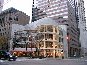 Crate & Barrel at 646 N Michigan Ave, Chicago