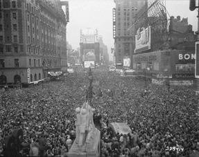 V-J Day in New York City. Crowds gather in Times Square to celebrate the surrender of Japan. - NARA - 531350