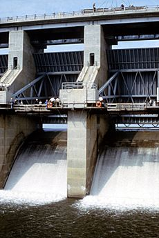 Harry S Truman Dam tainter gates