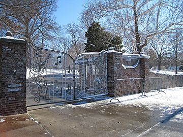 Memphis TN Graceland gates snow