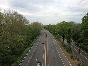 2014-05-12 13 11 00 View north along the Daniel Bray Highway (New Jersey Route 29) and River Road (New Jersey Route 175) from the West Trenton Railroad Bridge in Ewing, New Jersey