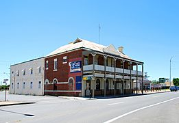West Wyalong White Tank Hotel 001