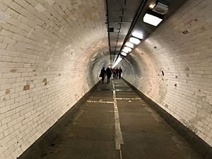 Greenwich foot tunnel (34669725991)