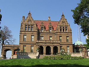 Pabst Mansion in Milwaukee seen from Wisconsin Avenue