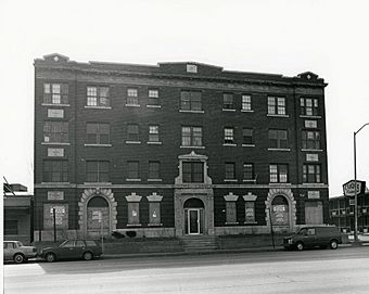 Pontchartrain Apartments Detroit.jpg