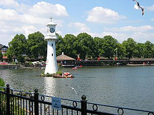 Scott Memorial, Roath Park - geograph.org.uk - 27200